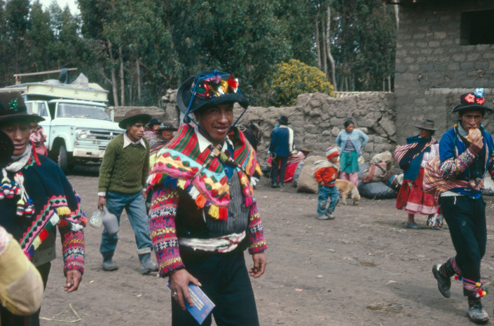 Bachelor arrives at the weekly market, Yauli, 1974